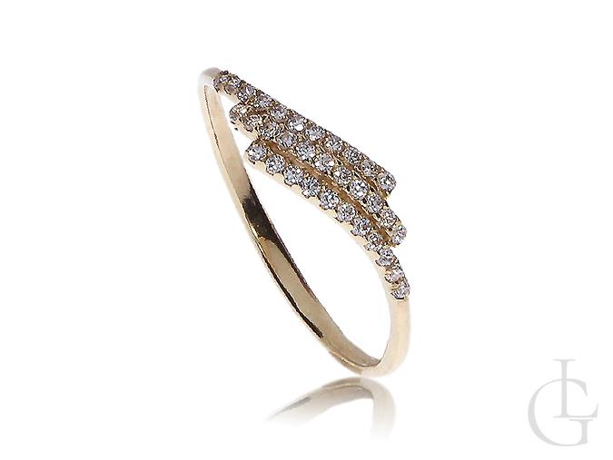 Delikatne złoty pierścionek z cyrkoniami
