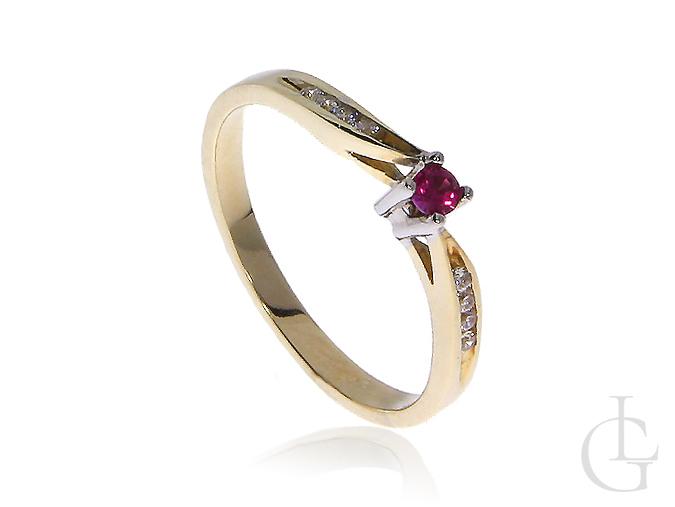 Zmysłowy złoty pierścionek zaręczynowy z rubinem i cyrkoniami