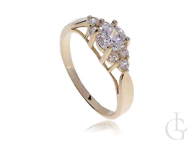 Złoty pierścionek zaręczynowy z kamieniami