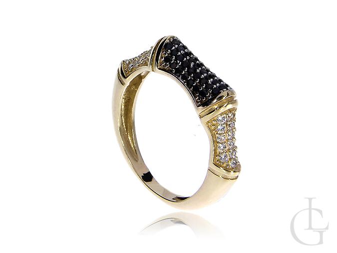 Nowoczesny pierścionek złoty czarne kamienie