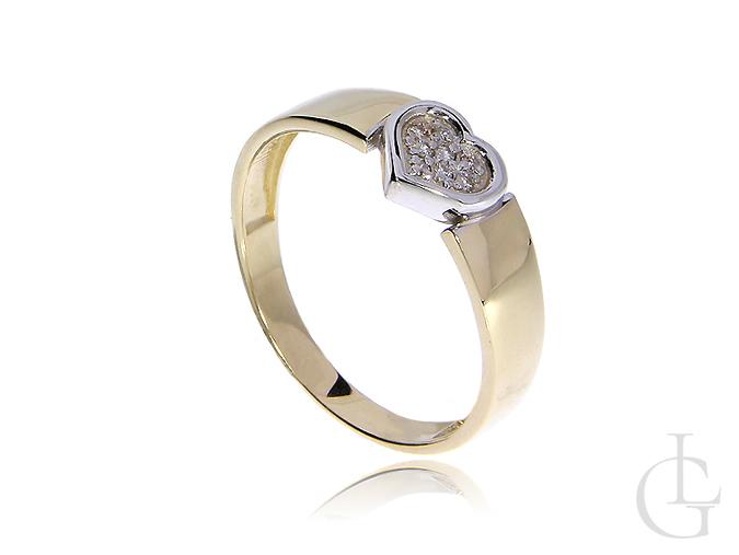Złoty pierścionek z brylantami w serduszku