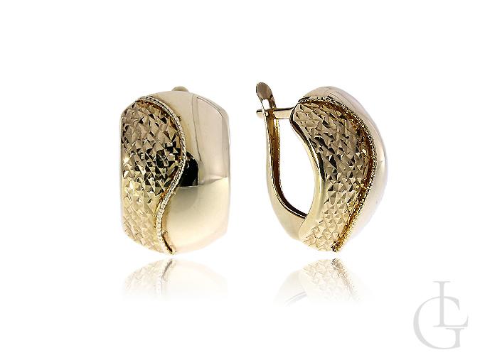 Złote kolczyki na angielskie zapięcie diamentowane