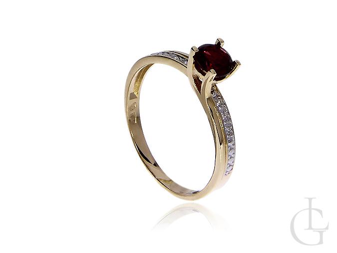 Złoty pierścionek zaręczynowy z granatem i brylantami
