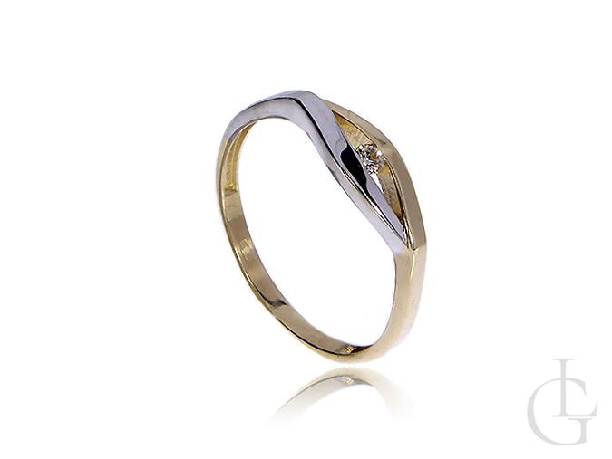 Złoty pierścionek zaręczynowy z żółtego i białego złota z brylantem