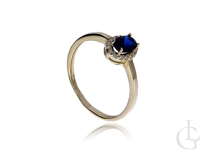 Złoty pierścionek pr.0,585 z szafirem syntetycznym i klasycznymi cyrkoniami