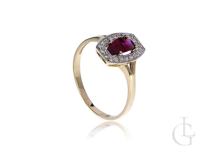 Złoty pierścionek pr.0,585 z okazałym rubinem syntetycznym i wianuszkiem klasycznych cyrkonii