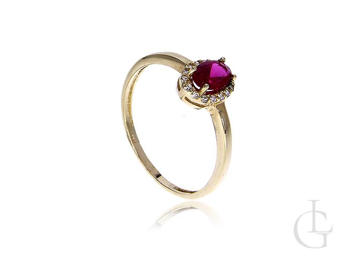 Złoty pierścionek z 14 ct kruszcu z rubinem syntetycznym i cyrkoniami