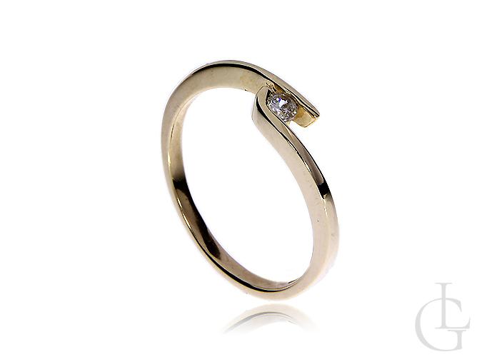 Złoty pierścionek pr.0,585 na zaręczyny z cyrkonią
