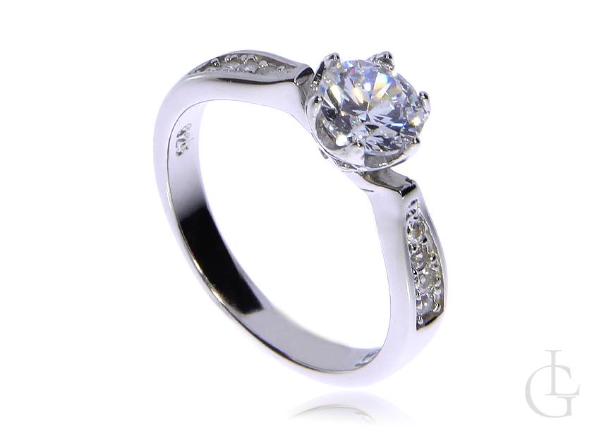 Prześliczny pierścionek ze srebra rodowanego pr.0,925 z cyrkoniami