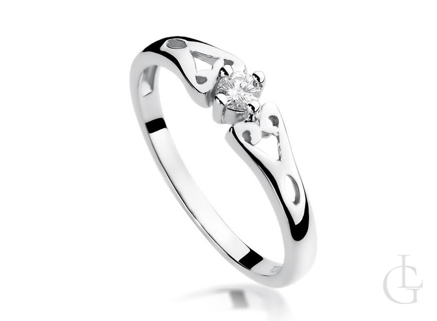 Złoty pierścionek z białego złota z diamentem