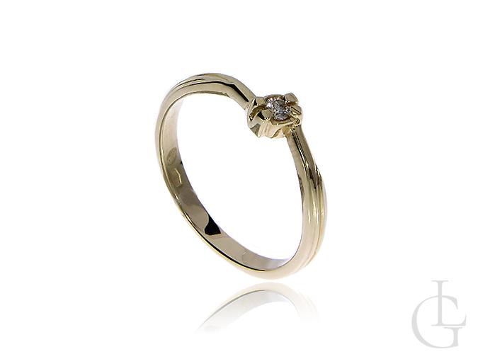 Pierścionek ze złota pr.0,585 na zaręczyny z brylantem