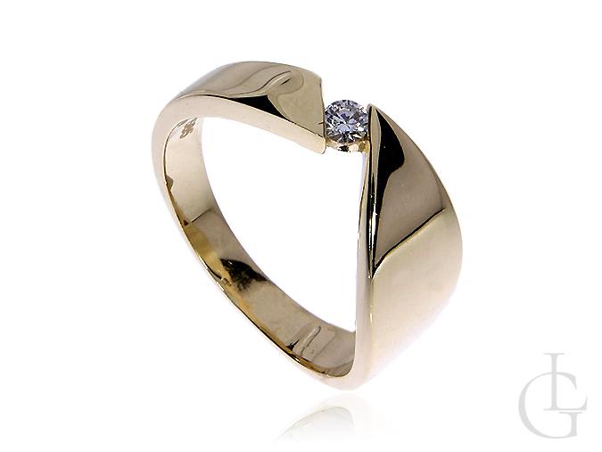 Złoty pierścionek pr.0,585 z cyrkonią