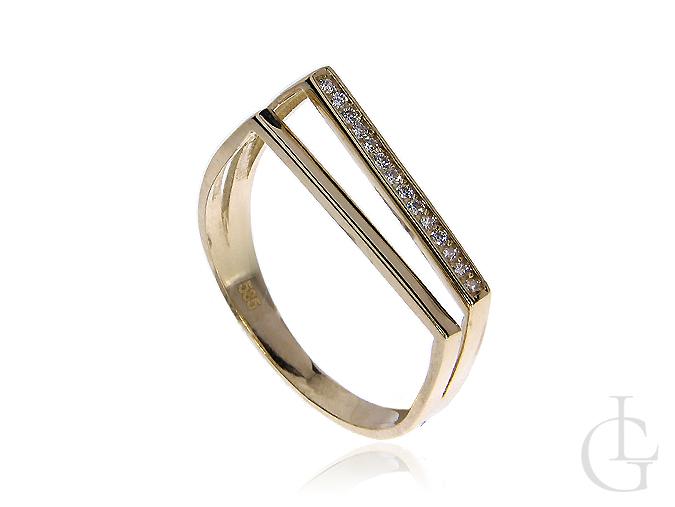 Ciekawy pierścionek ze złota pr.0,585 z cyrkoniami