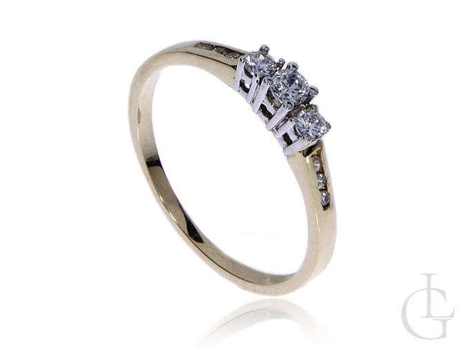 Złoty pierścionek pr.0,585 na zaręczyny z cyrkoniami