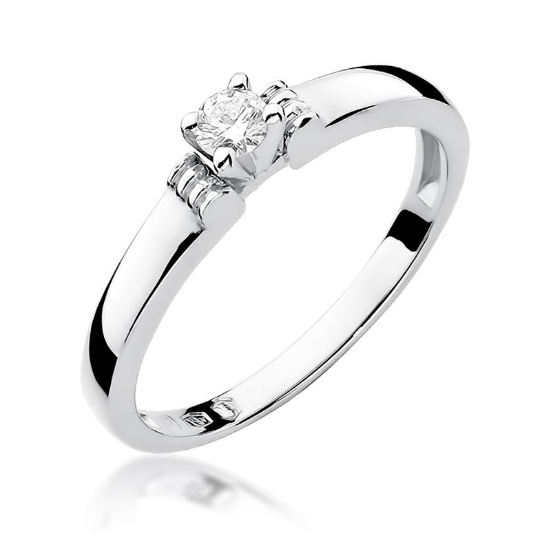 Klasyczny pierścionek zbiałego złota pr.0,585 z brylantem zaręczyny