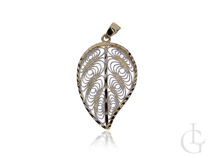 Ciekawa złota zawieszka pr.0,585 w postaci ażurowego liścia z diamentowanym wykończeniem