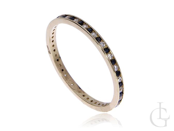 Zloty pierścionek obrączka pr.0,585 z czarnymi i białymi cyrkoniami