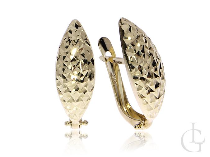 Kolczyki ze złota pr.0,585 z diamentowanym młotkowanym wykończeniem