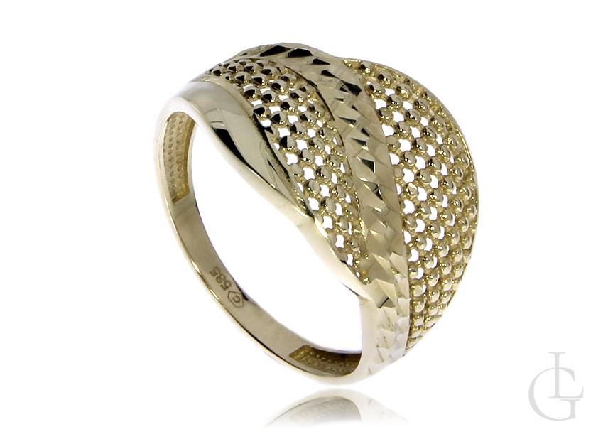Cudowny ażurowy pierścionek ze złota pr.0,585 z diamentowaniem