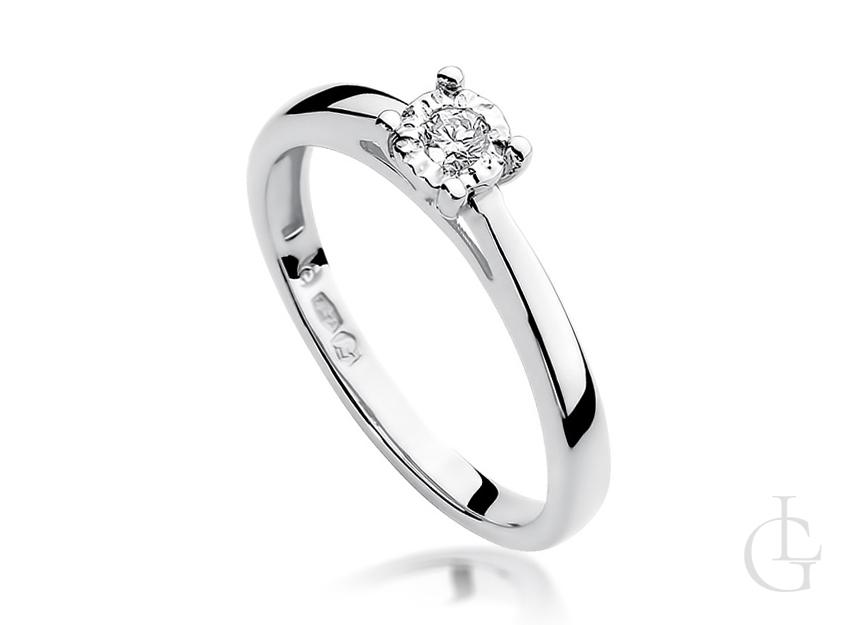 Pierścionek zaręczynowy z brylantem z białego złota