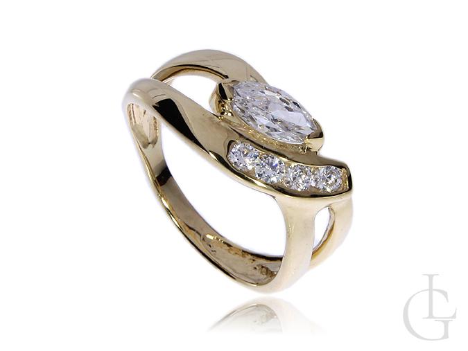 Złoty pierścionek zaręczynowy z cyrkoniami szeroki