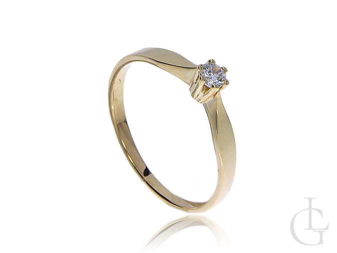 Subtelny pierścionek zaręczynowy wykonany ze złota 14k z cyrkonią
