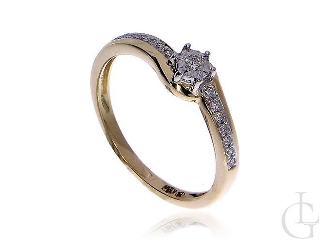 Piękny pierścionek zaręczynowy ze złota pr.0,585 z diamentami