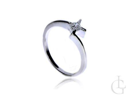 Delikatny pierścionek ze srebra pr.0,925 z cyrkonią