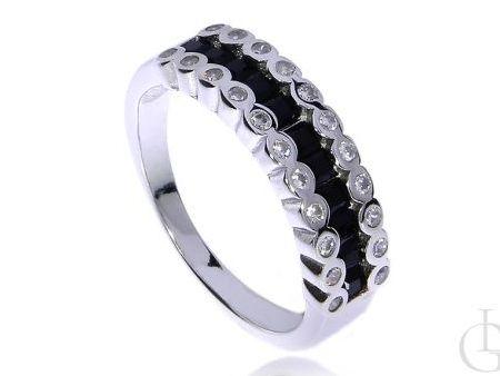 Subtelny pierścionek ze srebra rodowanego pr.0,925 z czarnymi i klasycznymi cyrkoniami