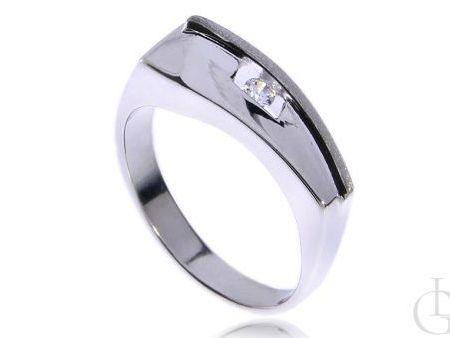 Finezyjny pierścionek ze srebra rodowanego pr.0,925 z cyrkonią