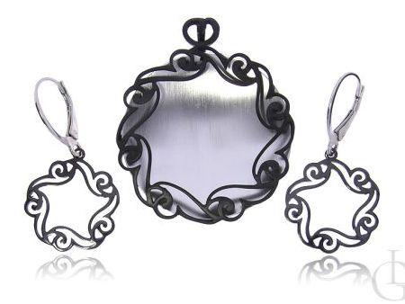 Cudowny komplet biżuterii ze srebra rodowanego i oksydowanego pr.0,925 kolczyki zawieszka