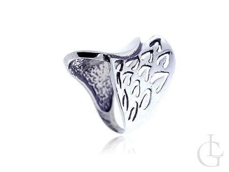 Srebrny pierścionek duży z ażurowym wykończeniem