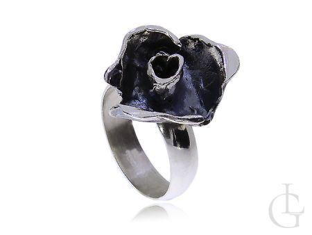 Srebrny pierścionek oksydowany róża