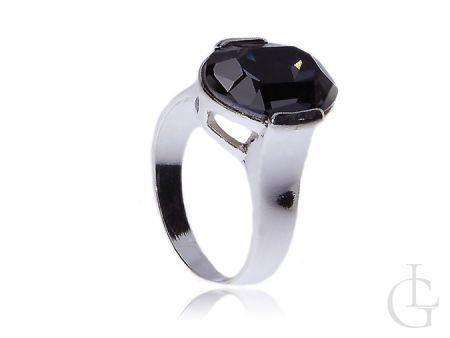 Subtelny srebrny pierścionek z cyrkonią Swarovskiego