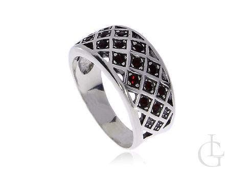 Srebrny pierścionek z rubinkami