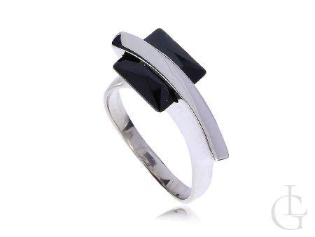 Nowoczesny srebrny pierścionek z czarną cyrkonią