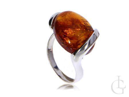Srebrny pierścionek z bursztynem naturlanym