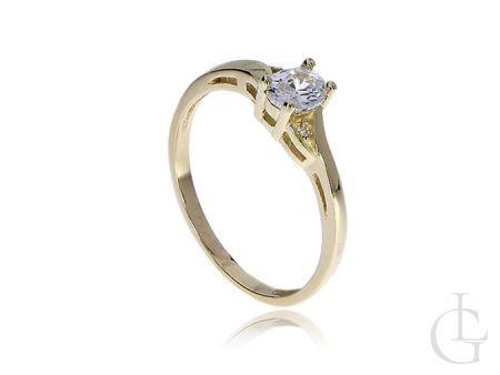 Zaręczynowy pierścionek klasyczny z kamieniem
