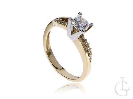 Złoty ekskluzywny pierścionek na zaręczyny