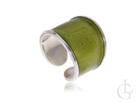 Pierścionek srebrny z zielonym akcentem
