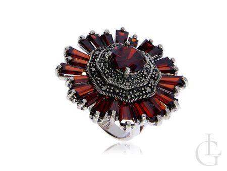 Duży pierścionek srebrny z granatem i markazytami