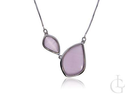 Naszyjnik srebrny z ozdobą w postaci elementów z różową masą perłową