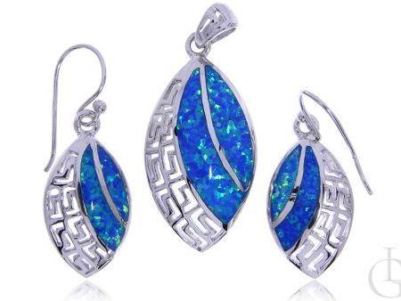 Komplet biżuterii kolczyki i wisiorek ze srebra rodowanego pr.0,925 z opalem błękitnym