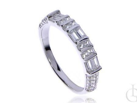 Srebrny pierścionek obrączka z cyrkoniami srebro rodowane pr.0,925