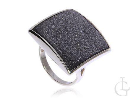 Pierścionek ze srebra pr.0,925 z cudownym kamieniem w srebrnobrokatowym kolorze