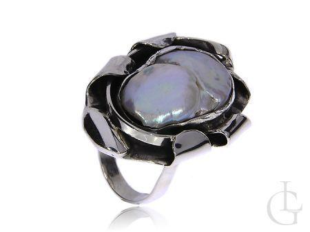 Przepiękny pierścionek ze srebra pr.0,925 z naturalną muszlą