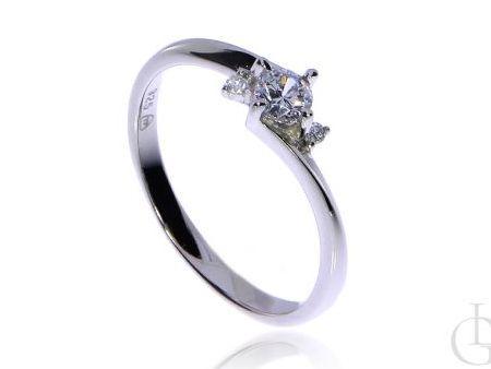 pierścionekSubtelny pierścionek srebro rodowane pr.0,925 z cyrkoniami