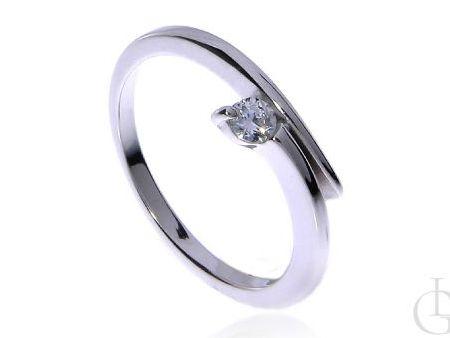 Subtelny pierścionek srebro rodowane pr.0,925 z cyrkonią na prezent