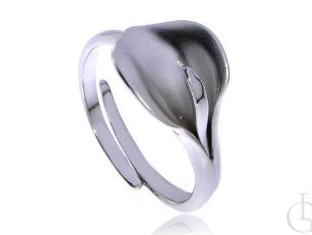Pierścionek srebro rodowane pr.0,925 lilia z satynowym wykończeniem