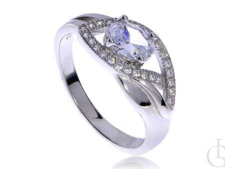 Ciekawy pierścionek ze srebra rodowanego pr.0,925 z cyrkoniami na prezent